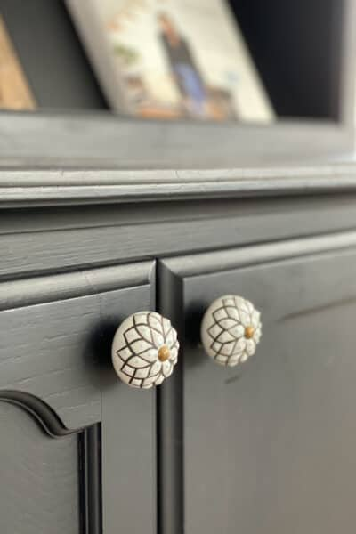 knobs on black hutch