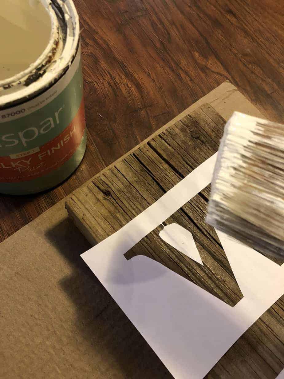 Easy DIY Stencil Wood Sign 8