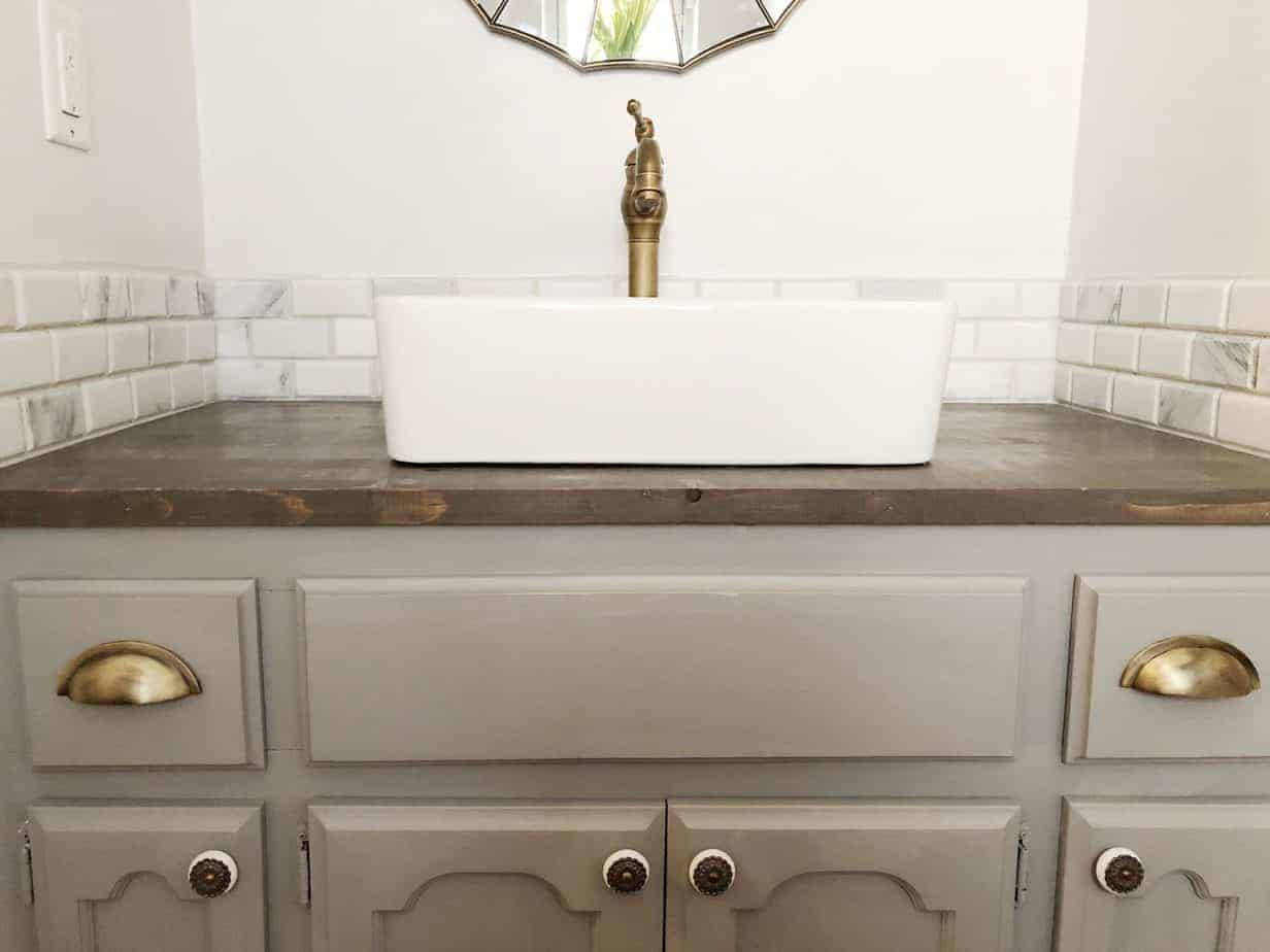 1970s Ugly Guest Bathroom Gets a Makeover!