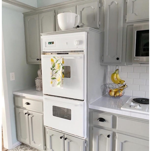How to Paint Your Kitchen Cabinets (the Right Way!)
