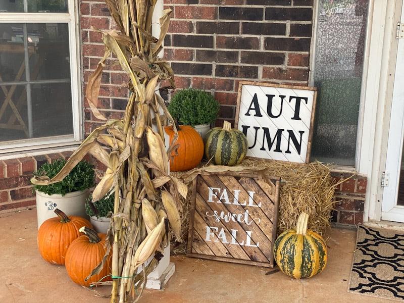 Simple Farmhouse Fall Porch Decor 2